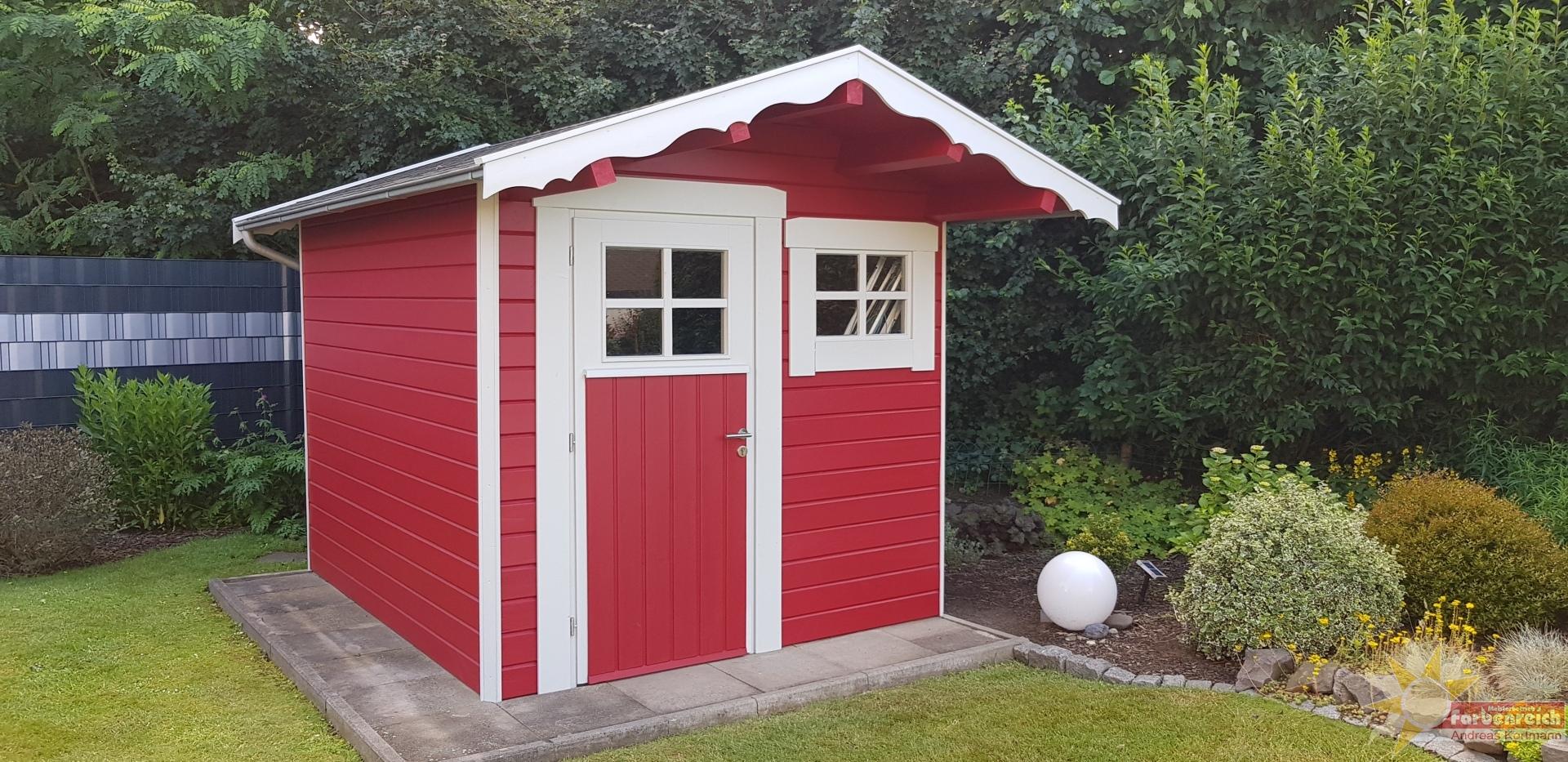Auch kleine Häuser müssen vor der Witterung geschützt werden und wenn man schon streicht dann darf es auch schick aussehen.