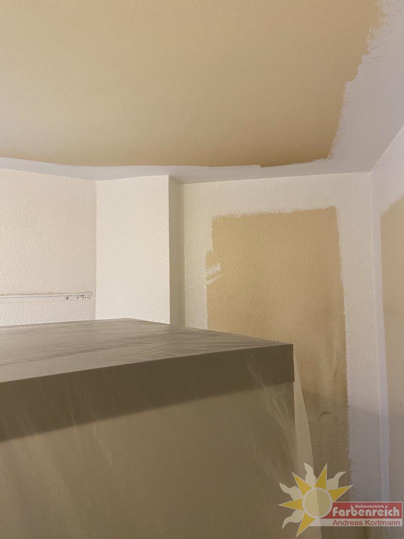 Nikotin und Küchendunst hat in dieser Küche ganze Arbeit geleistet, aber  mit der richtigen Farbe können wir auch hier das Problem in den Griff kriegen.