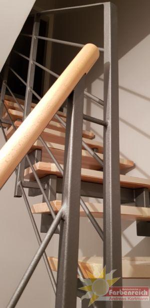 44 Treppengeländer beschichtet in Sandstrahloptik